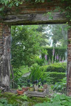 So love the idea of mirrors in the garden., however everything would turn into flames in Colorado.