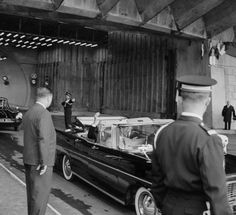Nach der alliierten Landung in der Normandie übernahm Charles de Gaulle Ende August 1944 trotz amerikanischer Vorbehalte die Regierungsgeschäfte in Paris. Gegen Kriegsende 1945 gelang es ihm, sein Land in den Kreis der Siegermächte einzureihen.  Link zum Buch: http://www.kohlhammer.de/wms/instances/KOB/appDE/nav_product.php?product=978-3-17-021362-3&world=BOOKS