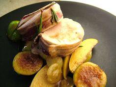 La ricetta di un secondo piatto di carne firmato Monica Bianchessi: il filetto di maiale con fichi e uva. Un menu autunnale per stupire i vostri ospiti a tavola http://www.alice.tv/ricette-cucina/secondi-carne/filetto-maiale-fichi-uva