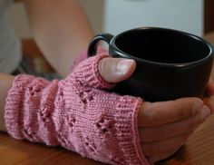 Free Knitting Pattern - Fingerless Gloves & Mitts: Cupcake Mittlets