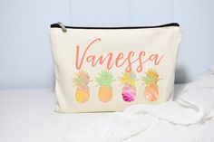 Christmas Gift for Girl, Christmas Gift Pineapple, Beach Gift, Christmas Gift for Her, Personalized Christmas Gifts For Girls, Personalized Christmas Gifts, Beach Makeup, Wedding Makeup Tips, Personalized Makeup Bags, Bridesmaid Proposal Gifts, Beach Gifts, Makeup Pouch, Bridal Shower Gifts