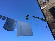 #veniceisawesome #inspiredby @___gintare___ #veniceisamazing #venicestreets #steetlife #bluesky #colorcomposition
