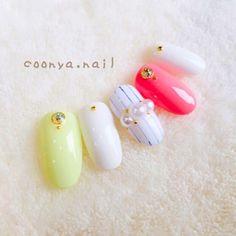 ネイル デザイン 画像 1651686 黄色 白 ピンク シンプル ストライプ パール マリン ワンカラー オールシーズン オフィス デート 海 チップ ハンド ミディアム