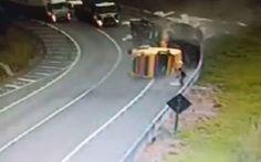 Vídeo mostra acidente impressionante com caminhão em rodovia em SP; assista