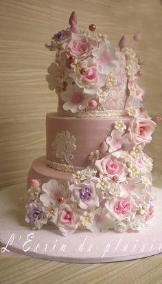 Xo wedding cakes cakes elegant cakes rustic cakes simple cakes unique cakes with flowers Black Wedding Cakes, Elegant Wedding Cakes, Elegant Cakes, Beautiful Wedding Cakes, Gorgeous Cakes, Wedding Cake Designs, Pretty Cakes, Purple Wedding, Gold Wedding