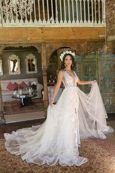 #bride #bridedress #Bridetobe #weddings #wedding #stuartdods Wedding Photography, Weddings, Bride, Wedding Dresses, Fashion, Wedding Bride, Bride Dresses, Moda, Bridal Gowns