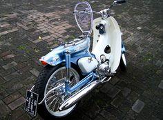 Built by Jezel Motorcycle -Salatiga, Indonesia. Classic Honda Motorcycles, Honda Bikes, Old Motorcycles, Honda Cub, Honda Powersports, Cafe Racing, Scrambler Motorcycle, Mini Bike, My Ride