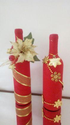 Garrafas decoradas para o natal Christmas Wine Bottles, Christmas Food Gifts, Christmas Projects, Christmas Decorations, Glass Bottle Crafts, Diy Bottle, Bottle Art, Wine Bottle Glasses, Recycled Wine Bottles
