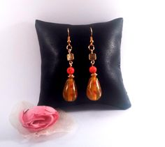 boucles d'oreille Indonésiennes perles lampwork verre et sculptées orange et bronze : Boucles d'oreille par chely-s-creation
