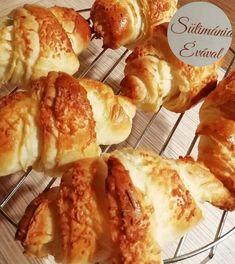 Croissant, a férjem szerint ebből csak sokat érdemes készíteni! Croissant, French Toast, Breakfast, Food, Yogurt, Morning Coffee, Essen, Crescent Roll, Meals