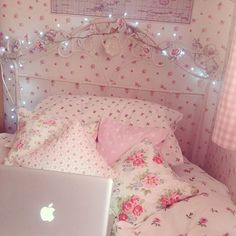 Pink floral fairy lights in Shabby Chic bedroom Shabby Chic Bedrooms, Shabby Chic Homes, Shabby Chic Decor, Pink Bedrooms, Shabby Chic Pink, Pastel Room, Pink Room, My New Room, My Room