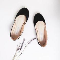 A luxurious finish makes these our editor's pick. Pack flat in your suitcase and always look chic.