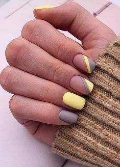 Nice matte yellow and grey nails - Nagellack-Kunst - Uñas Stylish Nails, Trendy Nails, Cute Nails, Cute Summer Nails, Square Nail Designs, Best Nail Art Designs, Short Nail Designs, Grey Nail Designs, French Nail Designs