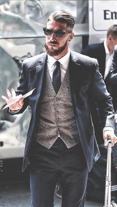 Sergio Ramos in tuta Mens Fashion Suits, Mens Suits, Sergio Ramos Body, Ramos Haircut, Beard Suit, Real Madrid Soccer, Mens Hairstyles With Beard, Elegant Man, Stylish Mens Outfits