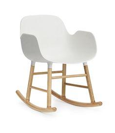 Normann Copenhagen Form Schaukel-Lehnstuhl Eiche | mintroom.de #Normann Copenhagen #mintroom #shop #stühle #marken #designers #hocker #normann copenhagen #simon legald