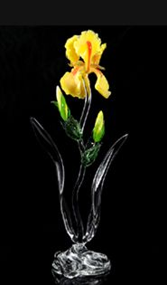 Yellow Bearded Iris with two buds Ronnie Hughes Glass tall Art Drawings For Kids, Glass Artwork, Glass Figurines, Murano, Glass Flowers, Glass Ornaments, Sculpture Art, Flower Art, Glass Vase