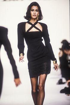 Yasmeen Ghauri for Guy Laroche Couture Fashion, Runway Fashion, Fashion Models, Fashion Beauty, Fashion Trends, Outfits 90s, Mode Outfits, Fashion Outfits, 90s Fashion Grunge