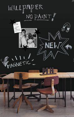 Magnetisch behangpapier!!  Gedaan met het klassieke krijtbord behang of verf! Met het magnetisch krijtbord behangpapier kan je zowel met krijt naar hartenlust tekenen als foto's en tekeningen ophangen.