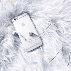 Imagem de iphone, white, and apple Notebooks, Iphone 6, Iphone Cases, Walpaper Black, Gadgets, Phone Organization, White Aesthetic, Diy Phone Case, Laptop Accessories
