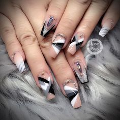 Both long nails and short nails can be fashionable and beautiful by artists. Short coffin nail art designs are something you must choose to try. They are one of the most popular nail art designs. Today, in this article, we have collected 40 stylish Fancy Nails, Diy Nails, Swag Nails, Pretty Nails, Gorgeous Nails, Acrylic Nails Coffin Short, Cute Acrylic Nails, Coffin Nails, Gold Stiletto Nails