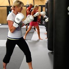 i want to do this! Ive already got a great right hook, but at 117 lbs, need to learn to use my legs. And it looks fun!