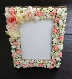 Porta Retrato Flores 10x15 Unique Picture Frames, Picture Frame Decor, Frame Crafts, Diy Frame, Diy Home Crafts, Arts And Crafts, Shabby Chic Art, Jewelry Frames, Vintage Jewelry Crafts