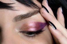 No, you will not look like you have conjunctivitis! Just peep at these pretty pink eyeshadow looks. Makeup Geek, Makeup Inspo, Makeup Art, Makeup Inspiration, Makeup Tips, Beauty Makeup, Hair Makeup, Alien Makeup, 80s Makeup
