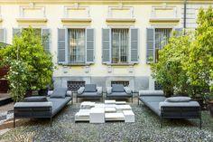 Italienisches Geschick | Living Divani | Seit den siebziger Jahren sind harmonische Proportionen kombiniert mit zurückhaltendem Luxus die charakteristischen Merkmale von Living Divani, dem dynamischen Familienunternehmen, welches Polstermöbel ...