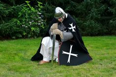 Hospitaller praying by Dewfooter.deviantart.com