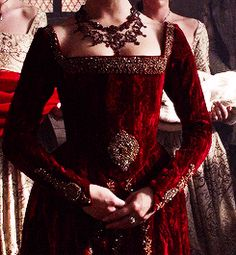 1k *gif The Tudors Anne Boleyn natalie dormer *500 tudorsedit *costumes m: the tudors