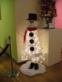 Pretty awesome alternative Christmas tree....possibly up post-Christmas?