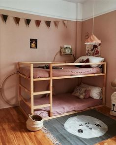 35 Fascinating Shared Kids Room Design Ideas - Planning a kid's bedroom design can be a lot of fun. Ikea Kura Hack, Ikea Kura Bed, Ikea Hacks, Kura Bed Hack, Ikea Ikea, Roll Out Bed, Deco Kids, Bunk Bed Designs, Kids Bunk Beds