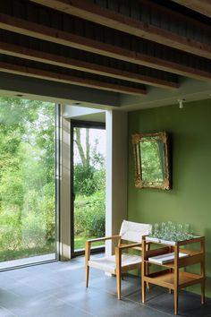 Warm modern interiors by Robert Gervais Studio - http://www.interiordesign2014.com/interior-design-ideas/warm-modern-interiors-by-robert-gervais-studio/