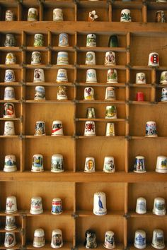 souvenir/heirloom thimble display for Sewing Tools, Sewing Notions, Old Sewing Machines, Needle Book, Sewing Studio, Button Art, Pin Cushions, Vintage Sewing, Couture
