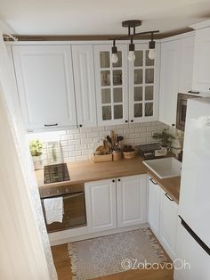 Kitchen Room Design, Kitchen Cabinet Design, Home Decor Kitchen, Interior Design Kitchen, Home Kitchens, Kitchen Cabinets, White Kitchen Inspiration, Small Apartment Kitchen, Bedroom Vintage