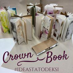 Crown Book on täysin liimaton, taitoksilla tehty kirjanen, jonka sivut on vaihdettavissa. Kirjan sivu on värjätty Liquitexin Acrylic Ink! ja Sumi Ink -musteilla. Sidontatavan on kehittänyt Hedi Kyle, mutta meitä opastamassa oli taidekirjansitoja ja kalligrafi Terhi Hursti. Terhin omia töitä löydät täältä: www.bookart.fi #crownbooks #kirjansidonta #handmade #bookbinding #diy #liquitex #acrylicink! #sumiink #muste