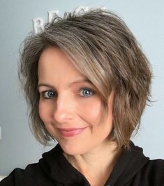 The Unexpected Results of Transitioning to Gray Hair in my Forties - how I learned to love my natural hair color through the process Short Shaggy Bob, Gray Hair Growing Out, Grow Hair, Grey Blonde Hair, Wavy Hair, Grey Hair Before And After, Grey Hair Transformation, Curly Hair Styles, Natural Hair Styles
