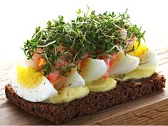 America's 11 Top New Sandwiches from CNN: A traditional open-faced sandwich from Denmark, smørrebrød is made with a butter base on dark rye bread. Toppings might include smoked salmo. Restaurants In Nyc, Tapas, Antipasto, Chutney, Nordic Diet, Lenotre, Open Faced Sandwich, Brunch, Norwegian Food