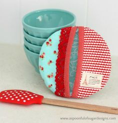 Circle Pot Holder -Coming from a family that loves to bake, pot holders are among the very first sewing projects I completed. This circle pot holder is quirky and functional! If you make two of them, you could form a heart!
