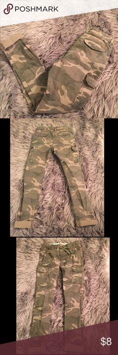 Zara camo skinny skinny pants Used skinny pant cut small. Slim/skinny fit. Tight at ankle. Size 9/10 Zara Bottoms Jeans