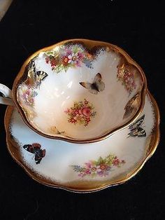 I want this soooo bad----Royal Albert Butterfly Gold Handle Tea Cup Amd Saucer Bone China Tea Cup Set, My Cup Of Tea, Tea Cup Saucer, Vintage China, Vintage Tea, Teapots And Cups, Teacups, China Tea Sets, High Tea