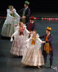 Just love these regional costumes and dances Polish Clothing, Folk Clothing, Historical Clothing, Poland Costume, Polish Folk Art, European Dress, Country Dresses, Folk Dance, Beautiful Costumes