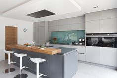 Contemporary German style grey kitchen with Matt lacquer doors, in an open plan space Open Plan Kitchen Living Room, Home Decor Kitchen, Kitchen Ideas, Best Kitchen Designs, Modern Kitchen Design, Modern Grey Kitchen, Layout Design, Design Ideas, Handleless Kitchen