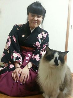 "I and my dear cat. I was wearing ""HAKAMA""."