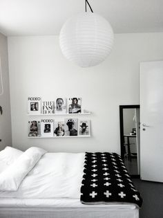 black and white bedroom. Modern, minimalist, industrial or retro, bedrooms are our favourite space. Learn how to create the best ambiences! See more home design ideas for bedrooms here: www.delightfull.eu