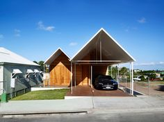"""Extended gable roof ends to """"disguise"""" garage (Christian Street House / James Russell Architect)"""