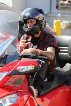 Videos: Justin Bieber Driving His Can Am Through The Streets Of Los Angeles