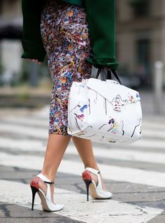 Details in street style. Natalie Joos with her No. 21 bag at Paris Fashion Week Spring # pfw Photo: Younjun Koo/I& KOO Street Chic, Street Style, Paris Street, Fashion Details, Fashion Tips, Fashion Trends, Vogue, Mk Handbags, Beautiful Outfits