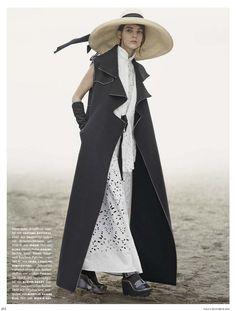 Eigen-Moderne Modepoesie: Kati Nescher by Giampaolo Sgura for Vogue Germany December 2014