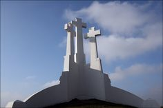 Two popular stops for tourists in Vilnius, Lithuania are the Hill of Three Crosses and Gediminas Hill. Sign Of The Cross, The Cross Of Christ, Old Rugged Cross, Willis Tower, Crosses, Old Things, Spirituality, In This Moment, Lithuania